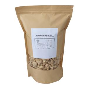 cashewnoten lekker en gezond. Rauwe cashewnotenlekker om ermee te snacken of te roosteren in de oven.