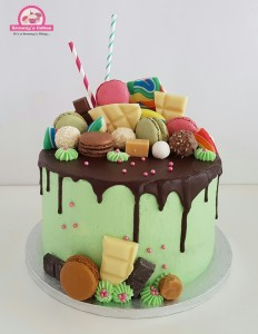 Candy explotion Drip Cake