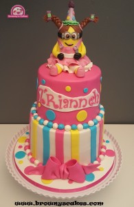 Girly minion taart